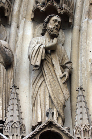 sain: Paris, Notre-Dame cathedral, portal of the Virgin, the archivolts are populated by the Heavenly Court (angels, patriarchs, kings, and prophets).