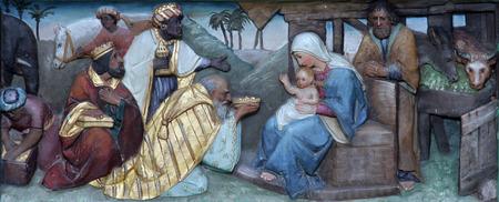 angeles bebe: Escena de la Natividad, la Adoraci�n de los Reyes Magos Foto de archivo