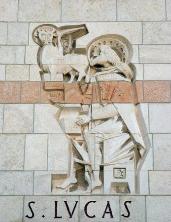 ルーク: ルーク福音伝道者、ナザレの受胎告知聖堂を聖します。