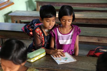 Kinderen leren op school. Naam van de school is de naam van een beroemde Kroatische missionaris, pater Ante Gabric