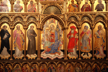 paternal: Altar of the Virgin and Child