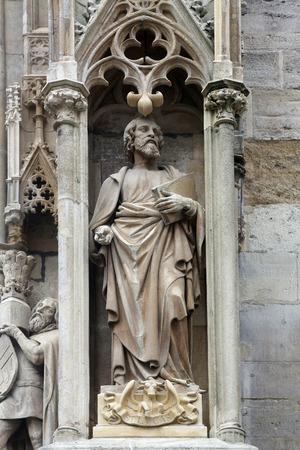 ルーク: Saint Luke the Evangelist at St Stephans Cathedral in Vienna, Austria on October 10, 2014