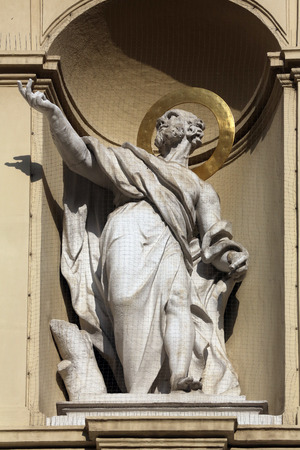 apostel: Statue of apostle, Church of Saint Peter in Vienna, Austria on October 10, 2014.