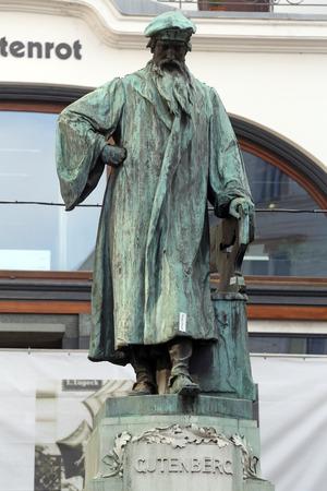 gutenberg: Johannes Gutenberg memorial. It was open in 1897. Sculptors by Jerzy Plecnik and Othmar Shimkovits  in Vienna, Austria on October 10, 2014.
