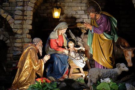 guarder�a: Escena de la natividad, guarder�a, o el pesebre, el nacimiento de Jes�s en la Iglesia franciscana en Graz, Estiria, Austria el 10 de enero de 2015. Editorial