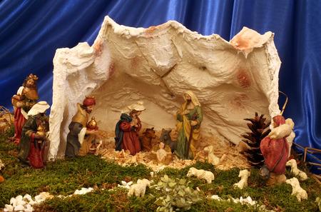 sirvientes: Pesebres de Navidad en el monasterio de las Siervas del Ni�o Jes�s en Zagreb, Croacia en 17 de diciembre 2014