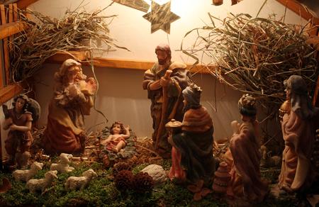 sirvientes: Exposici�n de pesebres de Navidad en el monasterio de las Siervas del Ni�o Jes�s en Zagreb, Croacia, el 17 de diciembre 2014