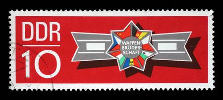 pacto: Sello impreso en la RDA muestra las banderas de los países del Pacto de Varsovia, alrededor de 1970