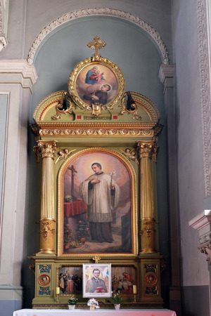 sacre coeur: Saint Aloysius Gonzaga autel dans la basilique du Sacr�-C?ur de J�sus � Zagreb, Croatie