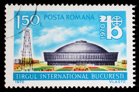 oil derrick: Stamp printed in the Romania shows Exhibition Hall and Oil Derrick, International Bucharest Fair, circa 1970