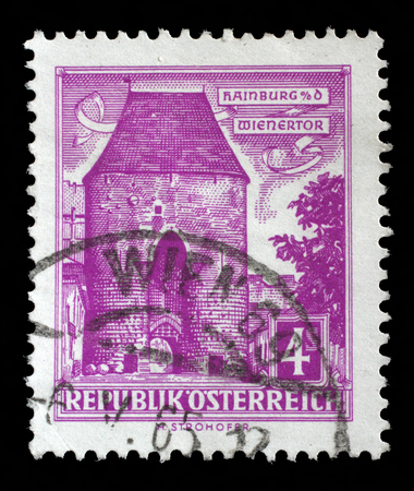 stempeln: Stamp printed in Austria shows Vienna Gate, Hainburg, circa 1957.