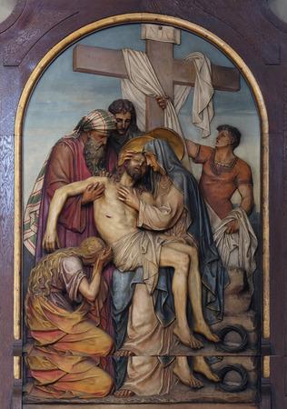 sacre coeur: 13e chemin de croix, le corps de J�sus est retir� de la croix, Basilique du Sacr�-Coeur de J�sus � Zagreb, Croatie
