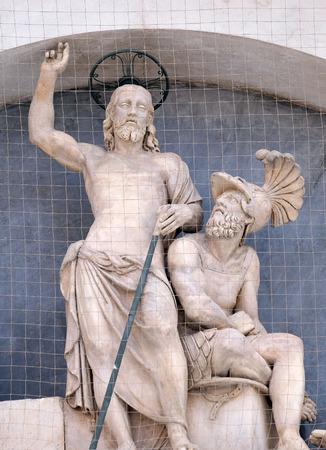 resurrección: Luneta de la resurrección, fachada de la Basílica de San Petronio de Alfonso Lombardi en Bolonia, Italia