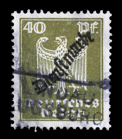 stempeln: Stamp printed in Germany shows the Eagle, coat of arms of Germany, circa 1924.