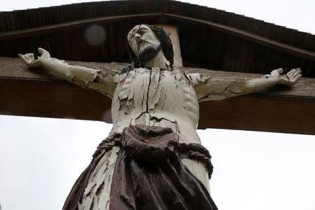clavados: Crucifijo en carretera en la región de Zagorje, Croacia