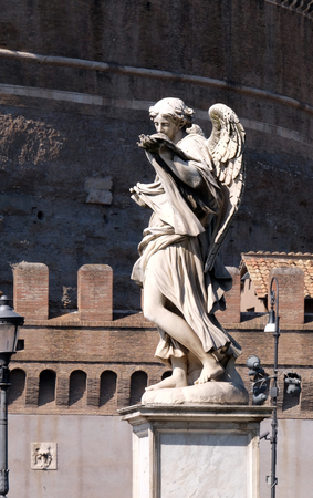 sudarium: Statue of Angel with the Sudarium (Veronicas Veil) by Cosimo Fancelli, Ponte Sant Angelo in Rome, Italy Stock Photo