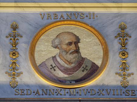 L'icona sulla cupola con l'immagine di Papa Urbano II, nato Odo di Chatillon o Otho de Lagery, è stato Papa dal 12 marzo 1088 alla sua morte nel 1099, basilica di San Paolo fuori le mura, Roma, Italia Editoriali