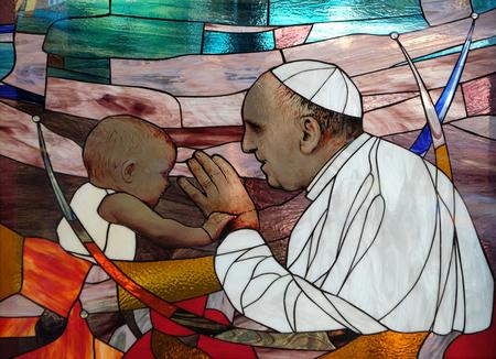 教皇フランシスコ、ティラナ、アルバニアのセント ・ ポール大聖堂のステンド グラスの窓