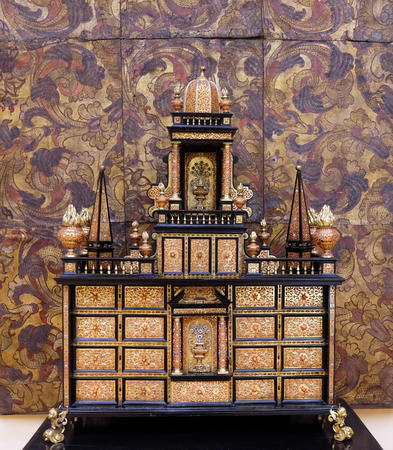 marqueteria: Commode from the end of the 18th century, walnut veneer, marquetry, gilded bronze, exhibited in Museum of Arts and Crafts, Zagreb