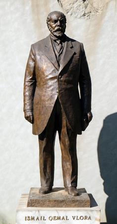 Statue of Ismail Qemal Bej Vlora in Tirana, Albania 報道画像