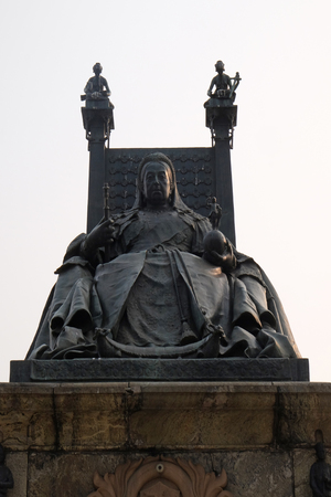 Statue of Queen Victoria in front of the Victoria Memorial  in Kolkata Stock Photo