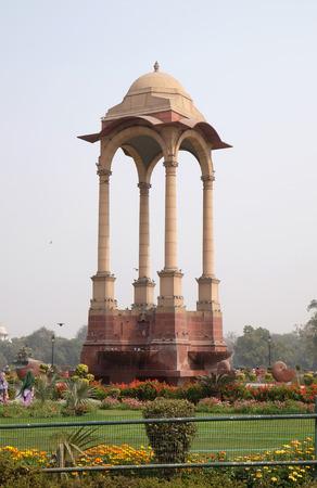 Canopy of George V at India Gate, Delhi, India. Imagens