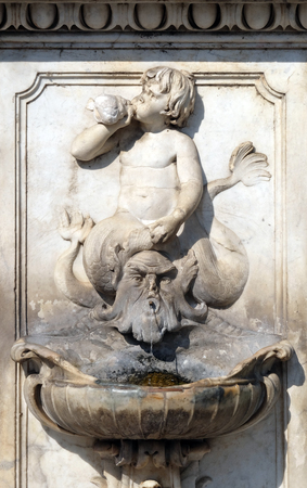 Old Drinking Fountain in Pisa, Italy Imagens - 115920964