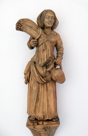Ruth, statue in Convent of the Sisters of St. Cross in Gemunden, Germany Imagens - 115893040