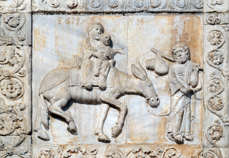 Flight ot Egypt, medieval relief on the facade of Basilica of San Zeno in Verona, Italy Banque d'images