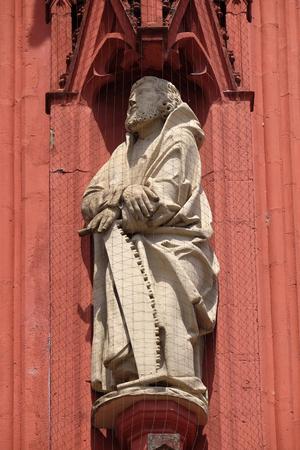 Saint Simon the Apostle statue on the portal of the Marienkapelle in Wurzburg, Bavaria, Germany 版權商用圖片