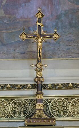 Cross on the altar of Saint Jerome in Zagreb cathedral dedicated to the Assumption of Mary in Zagreb, Croatia Banque d'images