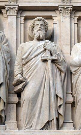 Saint Paul the Apostle, statue on the facade of Saint Augustine church in Paris, France 版權商用圖片