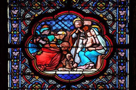 Crèche, Adoration des Mages, vitrail de la Basilique Sainte Clotilde à Paris, France