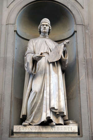 Leon Battista Alberti, statue in the Niches of the Uffizi Colonnade. The first half of the 19th Century they were occupied by 28 statues of famous people in Florence, Italy Stockfoto