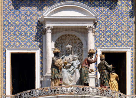 Procession of three Magi and Angel on the St Mark`s Clock tower Torre dell`Orologio on Piazza San Marco, Venice, Italy Banque d'images
