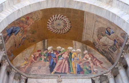 Stealing St. Mark's body, lunette mosaic of St. Mark's Basilica, St. Mark's Square, Venice, Italy Stock fotó