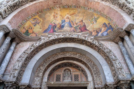 Christ in glory, bezel greater arch, the facade of the Basilica San Marco, St. Mark's Square, Venice, Italy Stock fotó