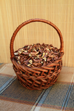 garden settlement: Rattan basket with walnut kernels is on a checkered napkin in brown tones