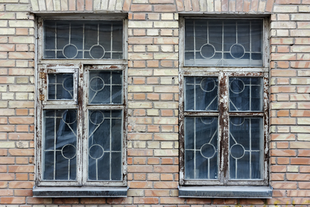 Old wooden windows in a brick wall Stockfoto