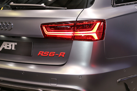 motor de carro: Ginebra, Suiza - 4 de marzo de 2015: 2015 ABT Sportsline Audi RS6-R presentó la 85ª Salón Internacional de Ginebra Editorial