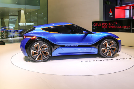 motor de carro: Ginebra, Suiza - 4 de marzo, 2015: 2015 Seat Leon Cupra ST presentado en el 85o Salón Internacional de Ginebra