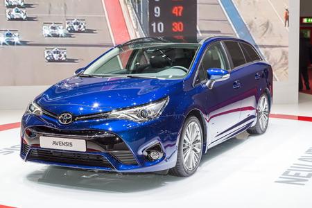 motor de carro: Geneva, Switzerland - March 4, 2015: 2015 Toyota Avensis presented on the 85th International Geneva Motor Show
