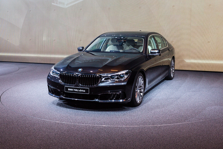 bmw: Frankfurt, Deutschland - September 15, 2015: 2016 BMW 7-Series presented on the 66th International Motor Show in the Messe Frankfurt