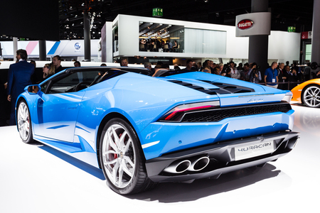 lamborghini: Frankfurt, Deutschland - September 15, 2015: 2016 Lamborghini Huracan Spider presented on the 66th International Motor Show in Frankfurt