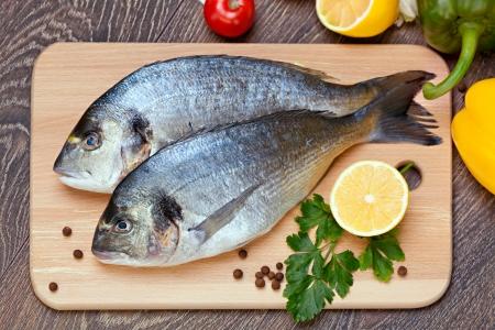 Dorado fish with the vegetables  and lemon Standard-Bild