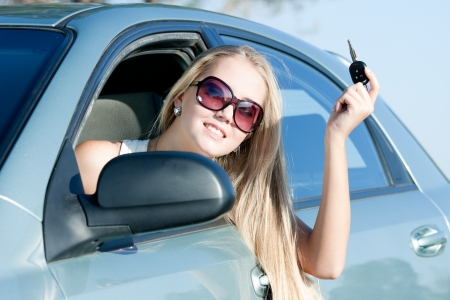 young woman with keys of the car Imagens