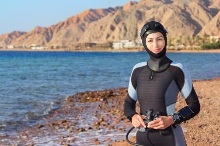 wetsuit: Woman diver prepares to dive