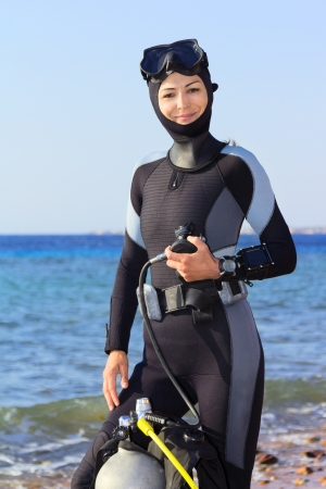 scuba woman: Woman diver prepares to dive