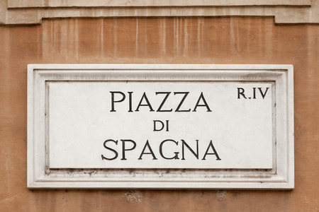 spagna: Piazza di Spagna  sign on a wall at Piazza di Spagna, Rome Italy