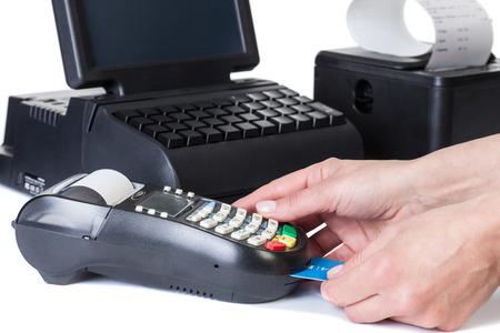 Rackmount LCD Touchscreen Monitor, Card Reader e stampante di ricevute con la fattura di acquisto di carta. Sistemi POS, isolato su sfondo bianco. Archivio Fotografico